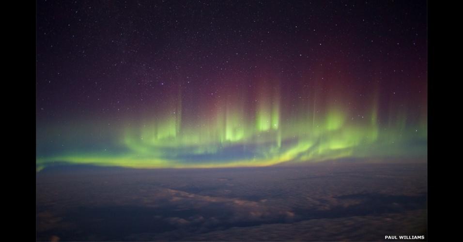 3.jul.2014 - Esta imagem da aurora boreal foi feita durante um voo transatlântico entre Londres e Nova York em fevereiro de 2014