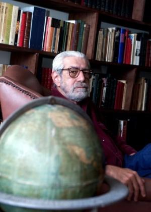 O jornalista, poeta, tradutor e crítico literário Ivan Junqueira morreu nesta quinta-feira (3), aos 79 anos -  Ana Carolina Fernandes/Folhapress
