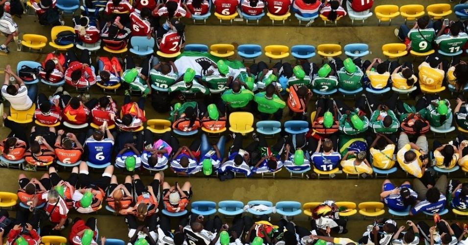 4.jul.2014 - Torcedores aguardam início da partida entre Alemanha e França no estádio do Maracanã, no Rio de Janeiro, nas quartas-de-final da Copa do Mundo 2014