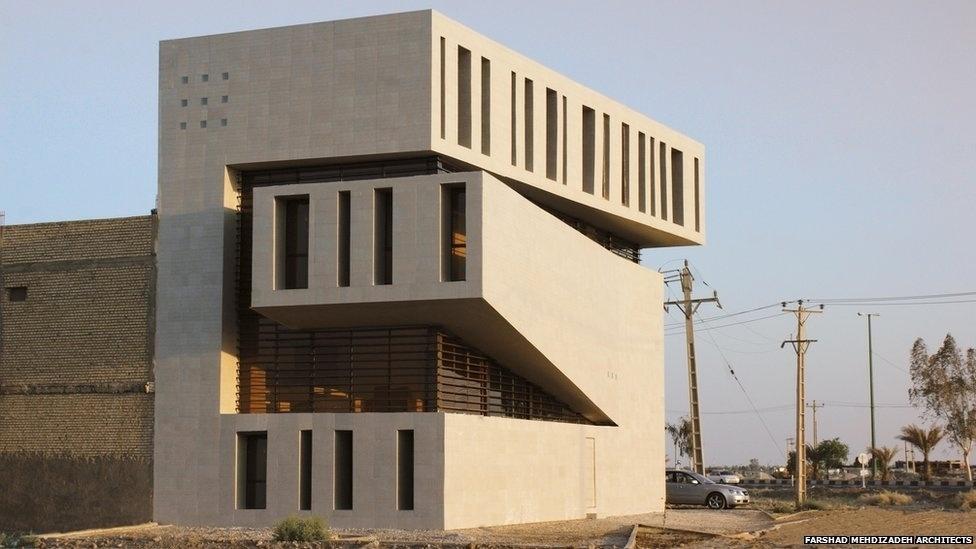 7.jul.2014 - Este prédio de apartamentos em Abadan, Irã, foi criado pelo escritório Farshad Mehdizadeh Architects