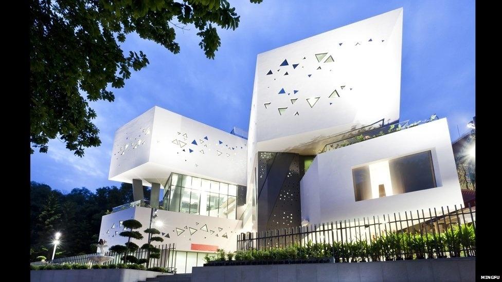 7.jul.2014 - Este projeto de restauração para o templo budista tailandês Wat Ananda Metyarama, em Cingapura, foi apresentado pelo escritório Czarl Architects como um projeto futuro na categoria cultura