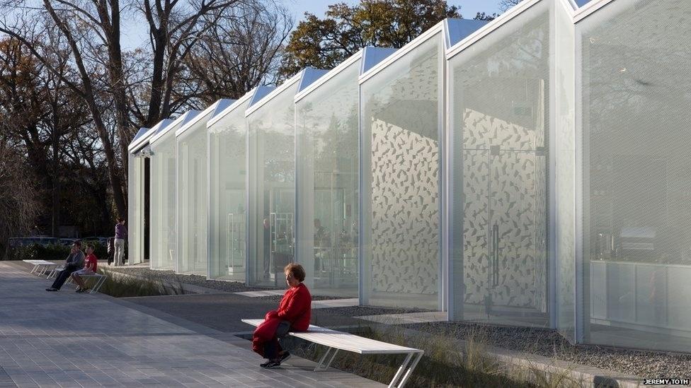 7.jul.2014 - O duque e a duquesa de Cambridge inauguraram o novo centro de visitantes do Jardim Botânico de Christchurch, durante uma viagem à Nova Zelândia. O projeto é do escritório Patterson Associates Ltd