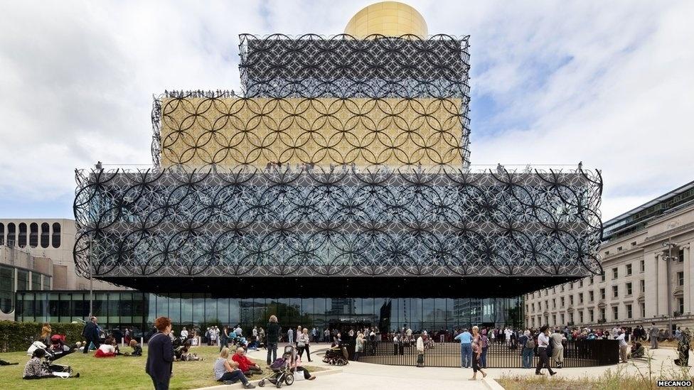 7.jul.2014 - O projeto de 189 milhões de libras (cerca de R$ 716 milhões) para a Biblioteca de Birmingham, na Inglaterra, foi criado pelo escritório Mecanoo. A biblioteca foi inaugurada em setembro de 2013 por Malala Yousafzai, a adolescente baleada no Paquistão por membros do Talebã por defender o direito à educação para mulheres do país