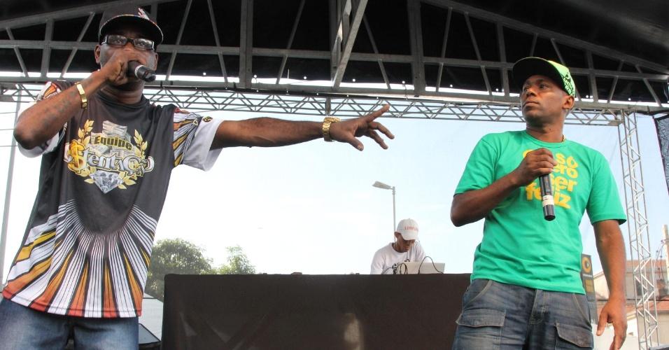 9.jul.2014 - O MC Doca (à dir.), da dupla de funk Cidinho & Doca, famosos por músicas como