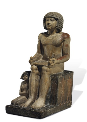 """Uma estátua egípcia de 4.000 anos exposta no Northampton Museum and Art Gallery, do Reino Unido foi vendida por 15,7 milhões de libras - Christie""""s"""