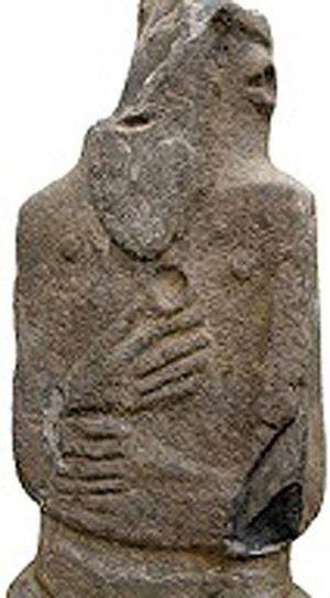 10.jul.2014 - As estátuas em tamanho natural mostram um semblante triste condizente com um ornamento de um funeral