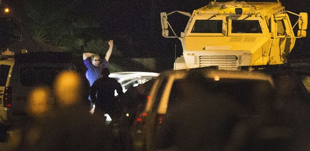 Policiais cercam suspeito de matar seis pessoas, incluindo quatro de seus filhos, em Spring, Texas, EUA