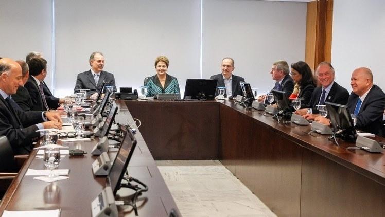11.jul.2014 - A presidente Dilma Rousseff participa de reunião com Thomas Bach, presidente do Comitê Olímpico Internacional, no Palácio do Planalto, em Brasília (DF), nesta sexta-feira (11)