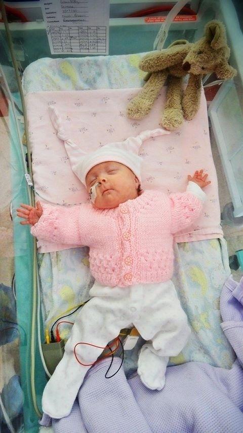 11.jul.2014 - Daisy ficou três meses em unidades neonatais antes de receber alta médica. Em sua página no Facebook, que já conta com mais de 18 mil seguidores, o pai da menina, Waine Little, narra as evoluções de seu crescimento