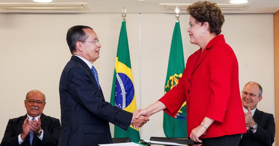 26.jun.2014 - Presidenta Dilma Rousseff durante cerimônia de posse dos novos ministros de Estado dos Transportes e da Secretaria de Portos da Presidência da República