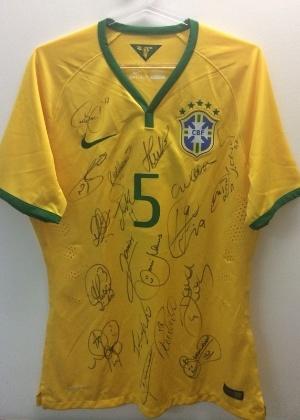 Camisa autografada por todos os jogadores da seleção é leiloada na ... 021ddba6d665b