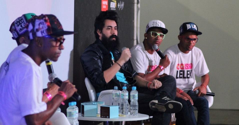 """Leleks concedem entrevista a Cid, do site de humor """"Não Salvo"""", durante o YouPix 2013"""