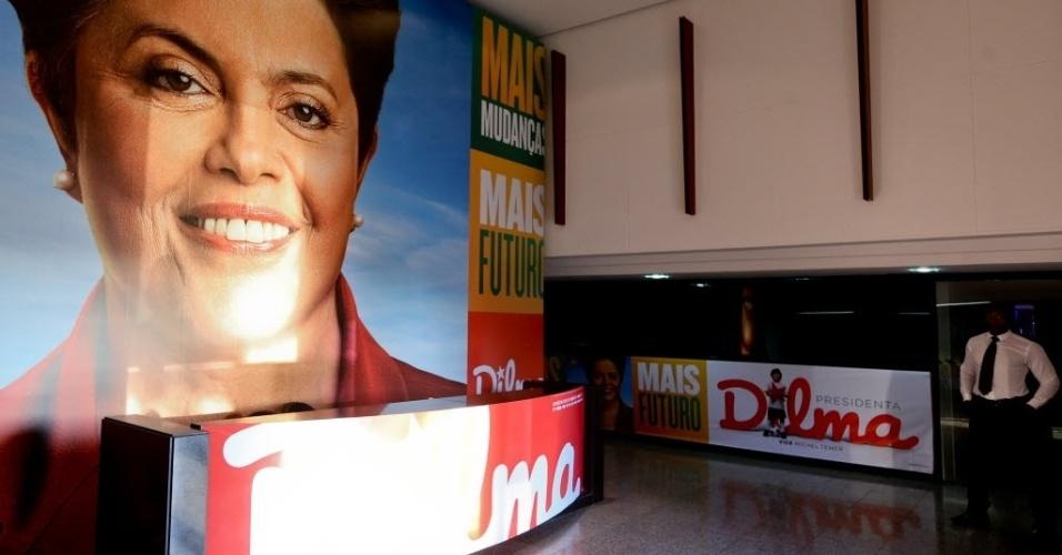14.jul.2014 - Comitê de campanha da presidente Dilma Rousseff (PT) é montado nesta segunda-feira (14), na asa sul, em Brasília. Dilma oficializou sua candidatura à reeleição no mês passado durante uma convenção do partido