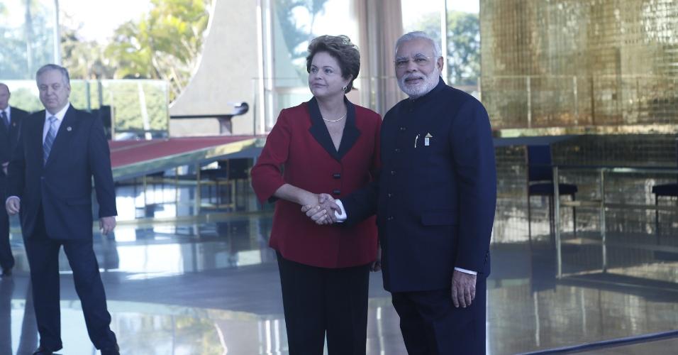 16.jul.2014 - A presidente da República, Dilma Rousseff, recebe o primeiro ministro da Índia, Narenda Modi, no Palácio da Alvorada, nesta quarta-feira (16). Os chefes de Estado dos Brics (Brasil, Rússia, Índia, China e África do Sul) se reúnem hoje com líderes da América do Sul para tentar ampliar a influência do bloco entre países emergentes