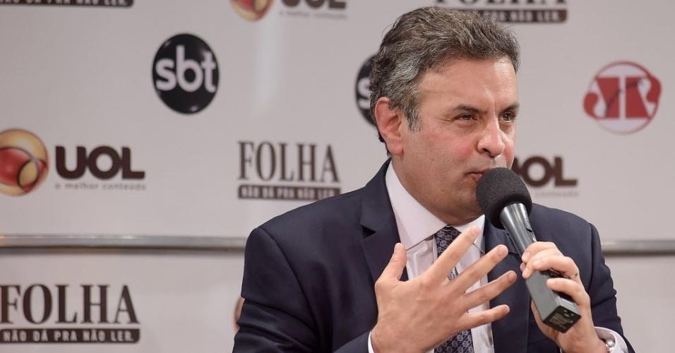 """16.jul.2014 - O candidato à Presidência pelo PSDB, senador Aécio Neves (MG), disse nesta quarta-feira (16) que, se eleito, pretende manter os programas sociais do governo do PT que """"dão certo"""", como o Mais Médicos e o Bolsa Família. """"Política é copiar o que dá certo e aprimorar, nós vamos manter e aprimorar. Não há nenhum constrangimento nisso"""", declarou"""