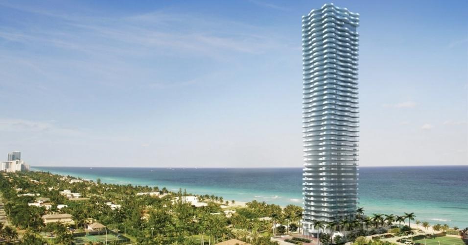 16.jul.2014 - Ah, a Flórida! O Estado do sol nos EUA. O Sunny Isles Beach é um ultraluxuoso empreendimento residencial em Miami. O edifício ganhou o apelido de 'prédio dançante' pelo seu design em forma orgânica de vento --a posição das sacadas em ângulos diferentes dá a ilusão de que o prédio 'dança'. Composto por uma única torre de 46 andares e 39 apartamentos, há duas coberturas: uma de quatro andares e metragem de 970 m², pelo preço de US$ 40 milhões --inclui nove dormitórios, dez banheiros e um terraço de 823 m² com piscina e spa-- e outra de dois andares e 921 m², de frente para o mar, por US$ 27 milhões --com oito dormitórios e terraço de 604 m² com piscina privativa e jacuzzi. Os outros seis apartamentos à venda ocupam um andar cada e custam a partir de US$ 10 milhões. Se tiver essa bagatela sobrando, já sabe, o prédio que 'dança' está disponível