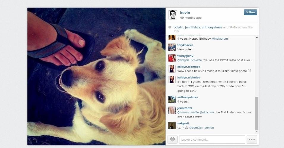 16.jul.2014 - Há 49 meses (quatro anos e um mês) foi postada a imagem acima no Instagram, que é considerada a primeira da rede social. O autor é Kevin Systrom, que fundou o serviço junto com o brasileiro Mike Krieger em 2010. O Instagram foi comprado pelo Facebook em 2012 por US$ 1 bilhão