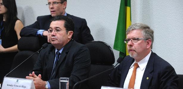 16.jul.2014 - CPI da Petrobras teve o ex-senador Vital do Rêgo (PMDB-PB) como presidente (esquerda) e o deputado Marco Maia (PT-RS) como relator