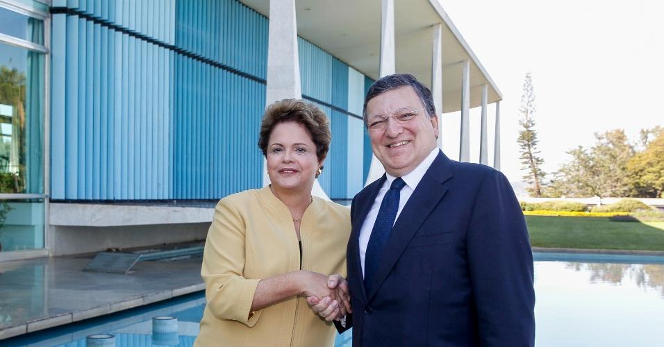 18.jul.2014 - A presidente Dilma Rousseff recebe no Palácio da Alvorada o presidente da Comissão Europeia, José Manuel Durão Barroso, nesta sexta-feira (18). A assessoria da Presidência não informou detalhes do encontro. Dilma seguirá para o Rio Grande do Sul, onde sobrevoará áreas atingidas por enchentes e participará de uma reunião com autoridades locais em Uruguaiana (RS)