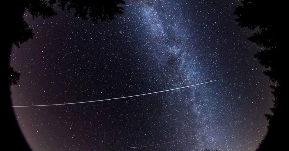 A passagem da ISS pelo céu da Alemanha é registrada pelo internauta Uli Fehr