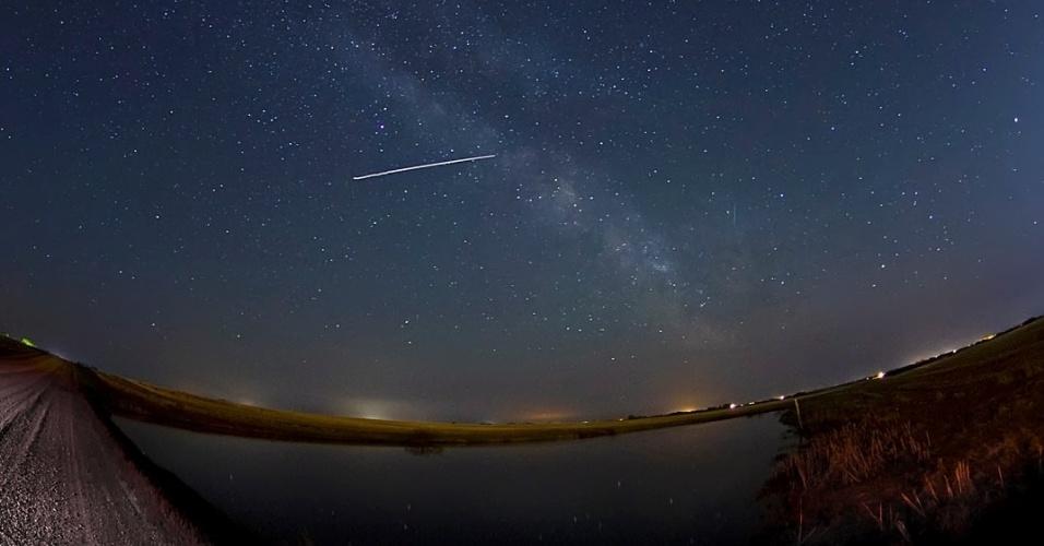 O internauta Colin Chatfield registrou a passagem da ISS próximo de uma região de lago na cidade de Saskatoon, no Canadá