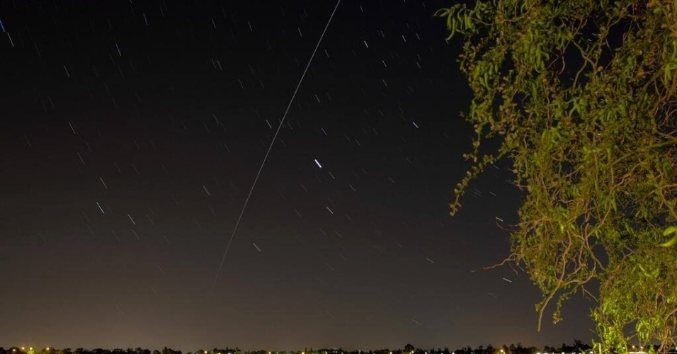 O internauta Randal Smith fotografou a passagem da ISS pelo céu da cidade de Ballarat, na Austrália