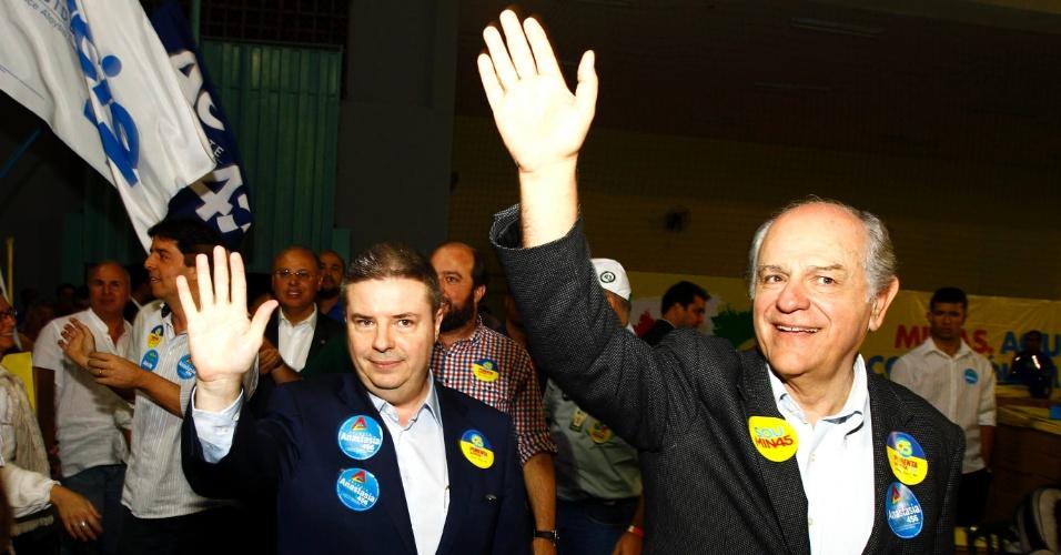 21.jul.2014 - O candidato ao governo de Minas Gerais pelo PSDB, Pimenta da Viega, participou na noite desta segunda-feira (21) de encontro com candidatos a deputados estaduais da coligação Todos por Minas, em Belo Horizonte