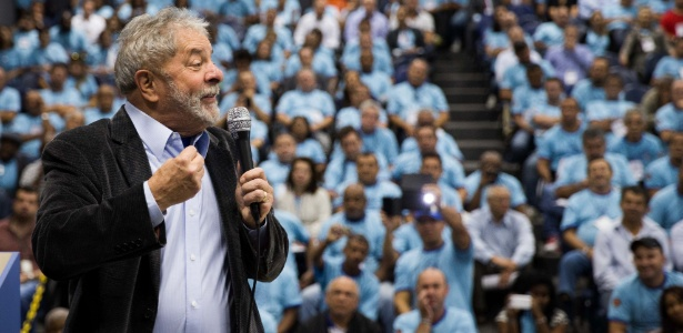 O ex-presidente Lula criticou as declarações de FHC sobre o voto em Dilma