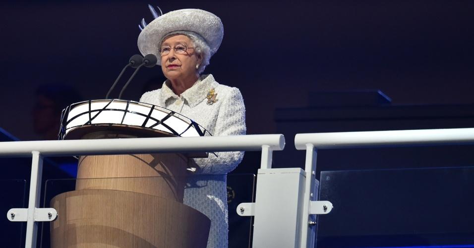 23.jul.2014 - A rainha britânica Elizabeth 2ª abre oficialmente a Commonwealth Games 2014, no Celtic Park, em Glasgow, na Escócia, nesta quarta-feira (23)