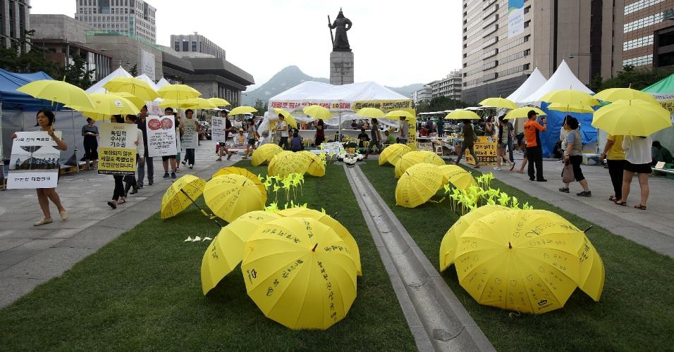 23.jul.2014 - População participa de marcha para pedir aprovação de lei especial para evitar desastres como o da balsa Sewol, que naufragou na Coreia do Sul, matando mais de 300 pessoas, nesta quarta-feira (23), em Seul