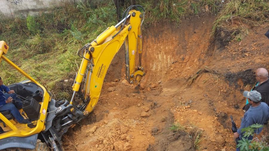 Em 2014, maquinário pesado escavou bairro de Santa Clara, em Vespasiano, região metropolitana de Belo Horizonte, em busca do corpo de Eliza Samudio - Rayder Bragon/UOL