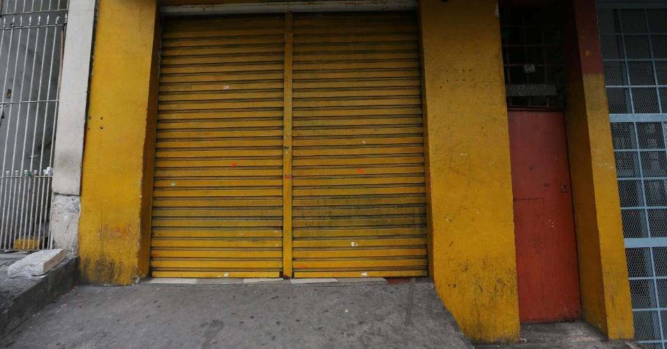 26.jul.2014 - Local onde nove pessoas foram baleadas e seis morreram na cidade de Carapicuíba, na Grande São Paulo