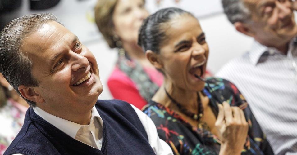 """26.jul.2014 - O candidato à Presidência da República, Eduardo Campos, e sua vice, Marina Silva, participam do lançamento de candidaturas de políticos que integram a Rede Sustentabilidade, partido que Marina tentou criar em 2013, no Estado de São Paulo. O evento foi realizado no bairro da Liberdade, em São Paulo, e teve como título a frase """"Rede de Sonhos para São Paulo e para o Brasil"""""""
