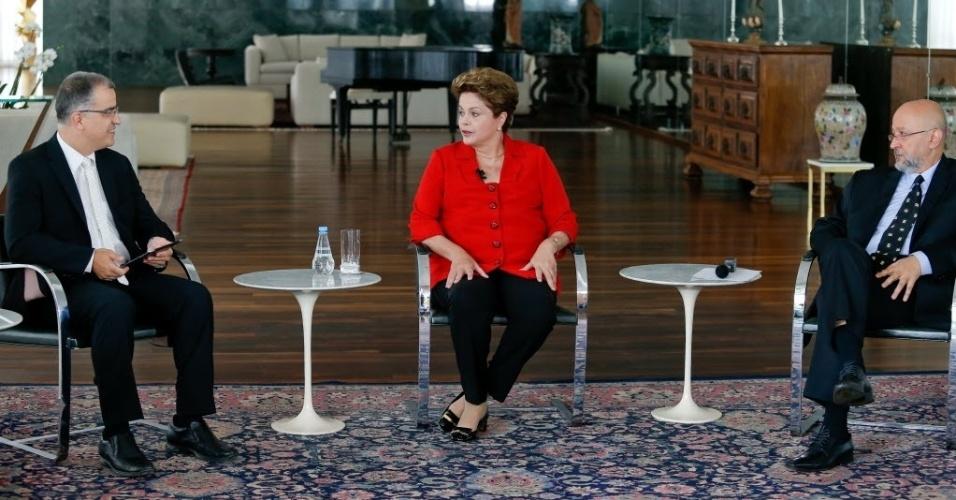 28.jul.2014 - 'Todos nós erramos porque a gente não tinha ideia do grau de descontrole que o sistema financeiro internacional tinha atingido', afirmou a presidente e candidata à reeleição Dilma Rousseff sobre a crise financeira