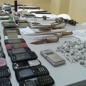 Revista apreende celulares na Cadeia Pública de Manaus