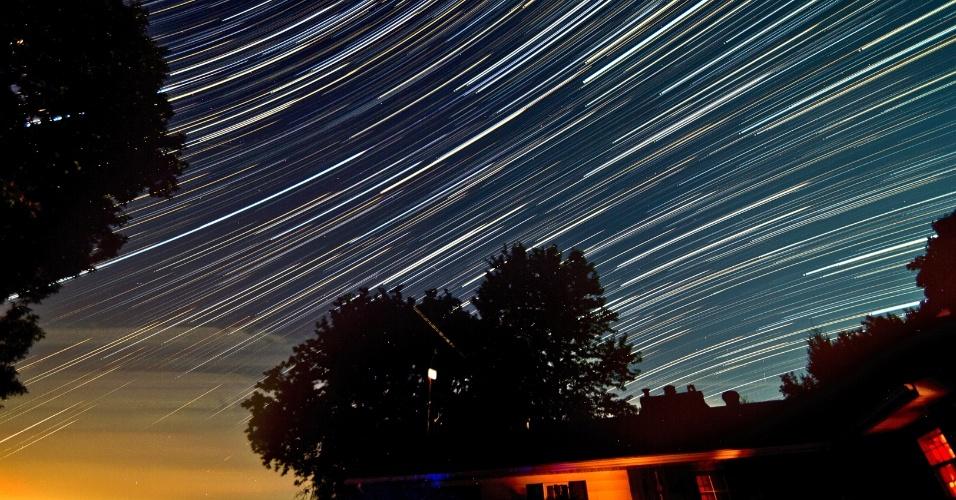 28.jul.2014 - Utlizando o efeito de longa exposição, Matt Molloy registrou quatro meteoros da chuva de meteoros delta-aquáridas, longo após o surgimento da lua