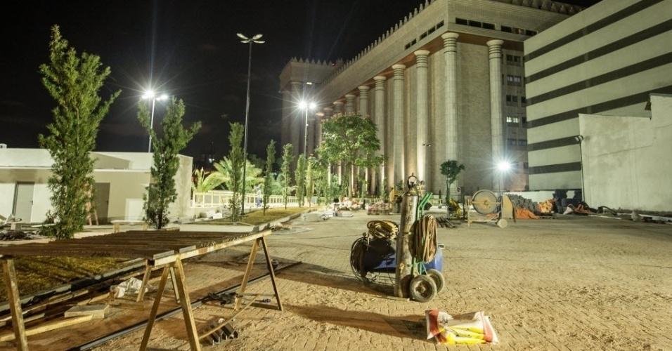 30.jul.2014 - Materiais de construção são vistos no Templo de Salomão, da Igreja Universal do Reino de Deus, localizado no bairro do Brás, zona central de São Paulo, na madrugada desta quarta-feira (30). O templo tem inauguração programada para 31 de julho