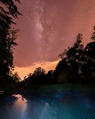 30.jul.2014 - Meteoros cruzam o céu durante chuva de meteoros delta-aquáridas do sul, na madrugada de terça-feira (29), em El Retiro, na Colômbia. O fenômeno é mais bem observado nos trópicos do hemisfério Norte e Sul, longe das luzes das cidades