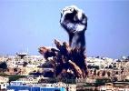 Em protesto, artistas transformam fumaça de explosões em Gaza em desenhos - Reprodução/Bushra Shanan