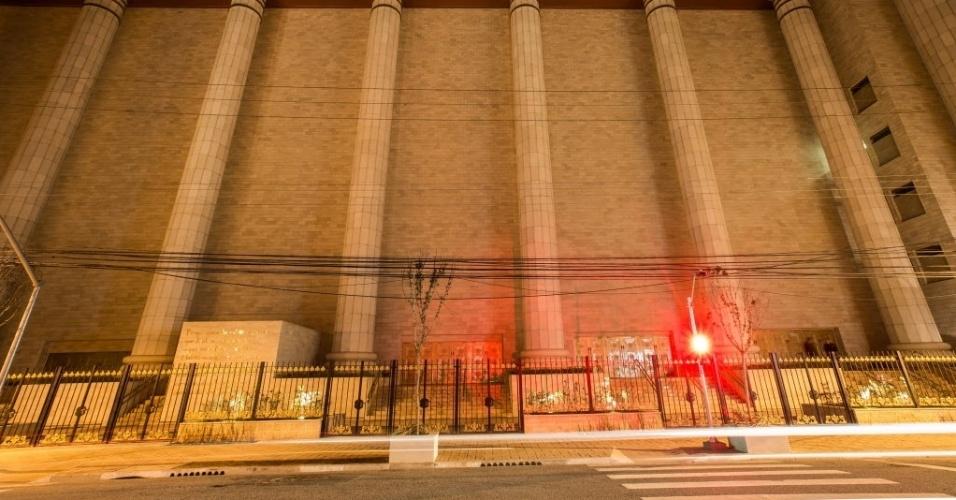 30.jul.2014 - Pedras de paredes da réplica do Templo de Salomão, localizado no bairro do Brás, na zona central de São Paulo, foram importadas de Israel. A obra, que levou quatro anos para ser construída a um custo de cerca de US$ 305 milhões (R$ 680 milhões), tem inauguração programada para 31 de julho