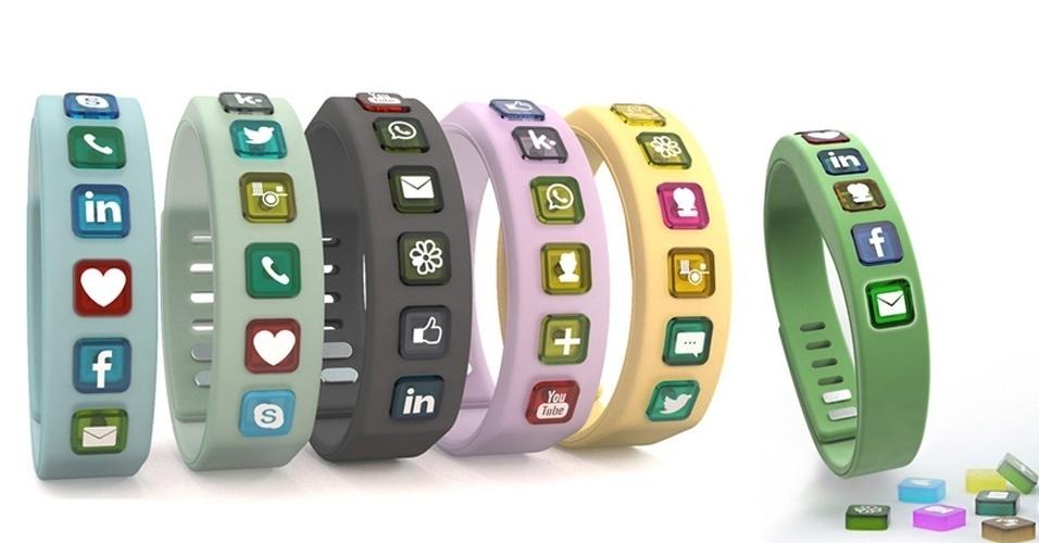 Com o chamariz de ''pulseira social'', o acessório Hicon tem ícones de sites de relacionamento, como Facebook, Twitter, LinkedIn, WhatsApp, Skype e ICQ. Sempre que alguém interage com o usuário nesses sites, o celular se comunica com a pulseira via Bluetooth, e o ícone correspondente acende. Na prática, a novidade tem pouca utilidade: é preciso pegar o celular para visualizar os sites. O acessório busca financiamento de US$ 40 mil (cerca de R$ 90,3 mil) no site Indiegogo, e o preço de mercado está estimado em US$ 89 (cerca de R$ 200)