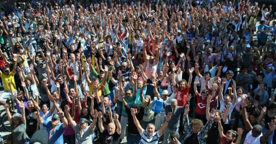 4.ago.2014 - Funcionários e alunos da USP votam pela continuidade da greve na universidade nesta segunda