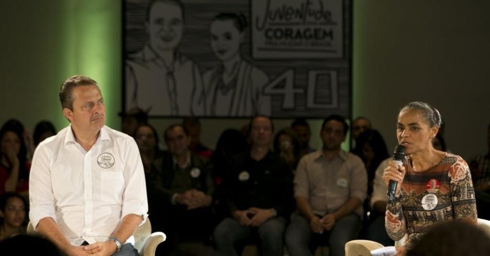 """4.ago.2014 - O candidato do PSB à Presidência da Repúblcia, Eduardo Campos, e a sua vice, Marina Silva, participam de evento voltado à juventude do partido, em São Paulo, nesta segunda-feira. Na ocasião, Campos falou sobre a crise de representatividade das """"várias juventudes que se somam no Brasil"""""""
