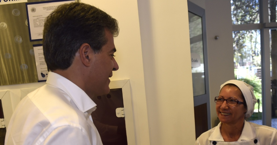 4.ago.2014 - O governador do Paraná, Beto Richa (PSDB), candidato à reeleição, visitou nesta segunda-feira (4) a fábrica de cosméticos Racco, em Curitiba, durante atividades de campanha