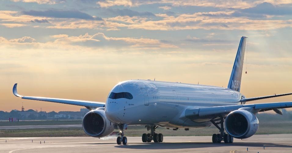 A Airbus obteve todas as certificações necessárias na Europa e nos Estados Unidos para comercializar o Airbus 350 XWB, competidor direto do 787 Dreamliner, da norte-americana Boeing. Clique nas fotos acima para ver mais