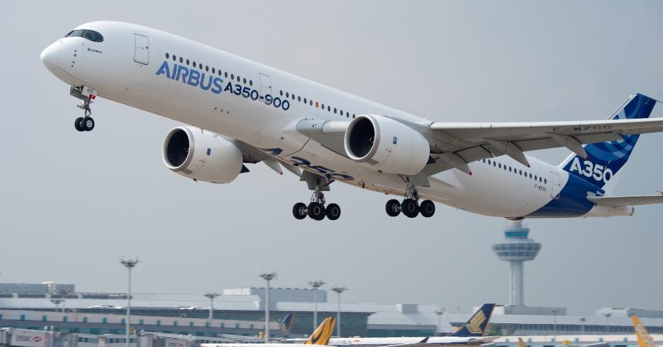A família A350 XWB, da Airbus, é formada por três versões. O A350-900, da foto, tem espaço para 315 passageiros e 66,9 metros de comprimento por 17,05 metros de largura. A autonomia de voo é de 14,35 mil quilômetros.