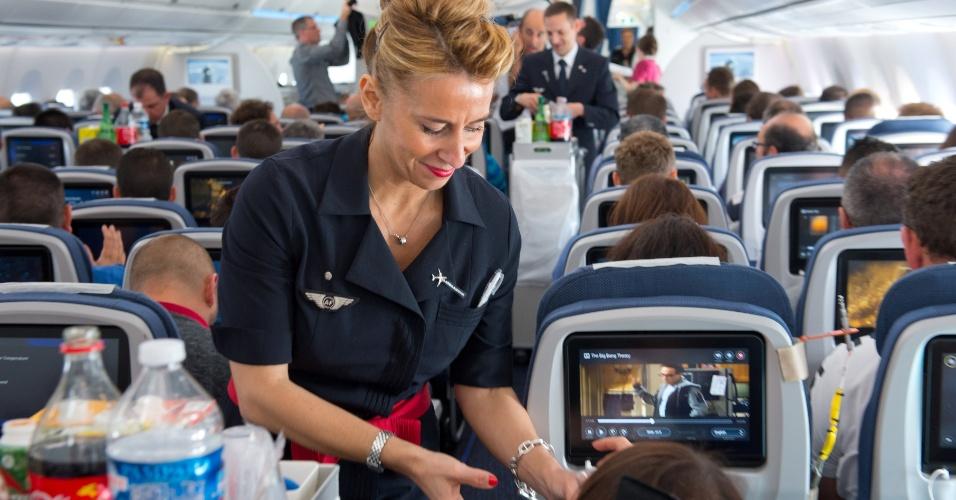 O primeiro voo longo do A350 XWB, da Airbus, foi ocupado por funcionários da empresa e contou com o serviço de bordo da Lufthansa, em 2 de junho de 2014