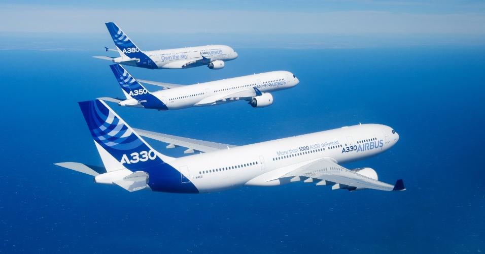 Três modelos da Airbus voam juntos: o A330, o A350 e o A380