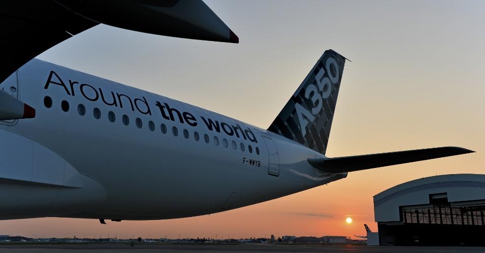 Uma das aeronaves de teste do modelo A350 XWB da Airbus faz voos comandada pelos operadores da empresa, com a participação de pilotos da Agência Europeia de Segurança na Aviação (EASA, na sigla em inglês)