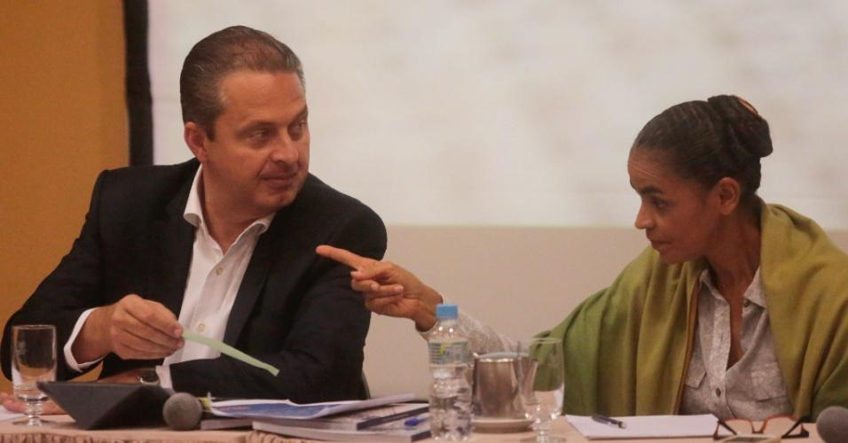 5.ago.2014 - O candidato à Presidência da República pelo PSB, Eduardo Campos, e a sua vice Marina Silva, participaram de um encontro com as entidades representativas dos fiscos municipais, Estaduais e nacional, em um hotel em Copacabana, no Rio de Janeiro (RJ)